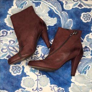 Donald j Pliner Dugan burgundy heeled boots 9